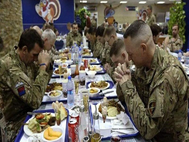Image result for Tại sao người Công Giáo vinh dự làm dấu và cầu nguyện trước khi ăn?