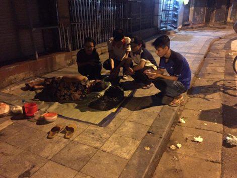 phát cháo từ thiện- sinh viên công giáo y dược- người vô gia cư