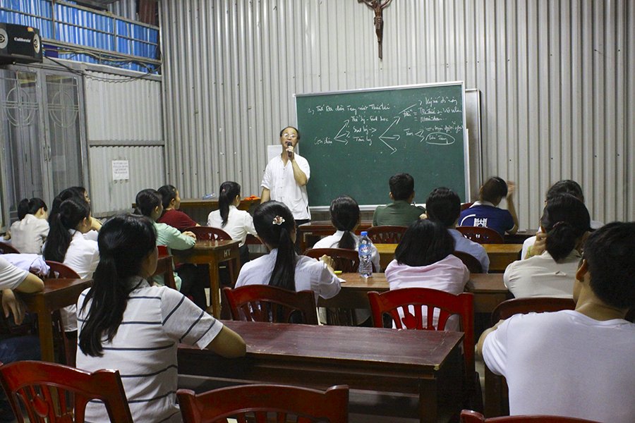 Hoạt động của giáo phái, bằng cách nào giáo phái lôi kéo con người, đối tượng của giáo phái là ai