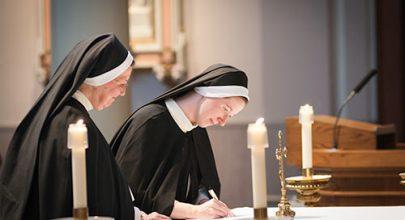 Các tu sĩ tìm gì giữa dòng đời hôm nay?