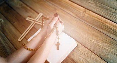 Kinh Mân côi - cầu nguyện bằng kinh mân côi